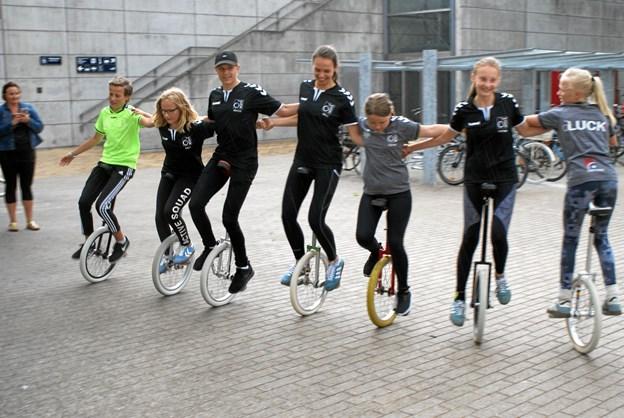 Ved åbningseventen torsdag eftermiddag underholdt LUCK Aalborg med et show på et-hjulede cykler. Foto: Ole Skouboe