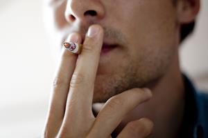 Statsministeren varsler højere priser på cigaretter