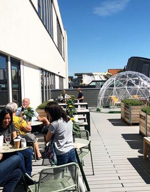 Mokka i Magasin: Få kaffe til en tier på terrassen