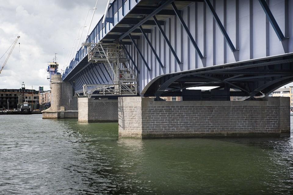 Limfjordsbroen og vestbyen ramt af strømsvigt | Nordjyske.dk