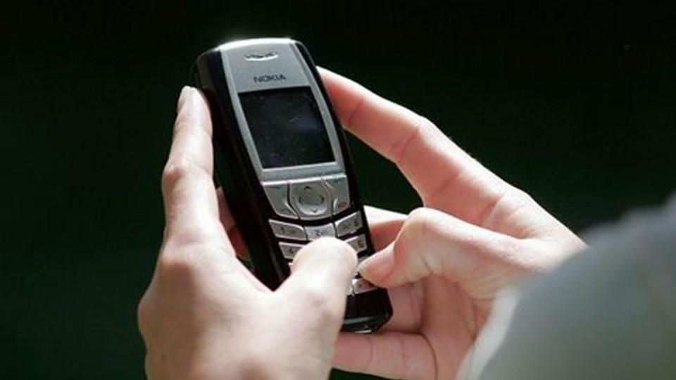 »Du er fyret«. Sådan en besked bipper ind på flere og flere lønmodtageres mobiltelefon.  Arkivfoto.