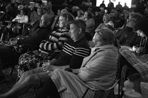 Kendt skuespiller viste smalfilm for nordjyske campister: - Jeg elsker Gøg og Gokke