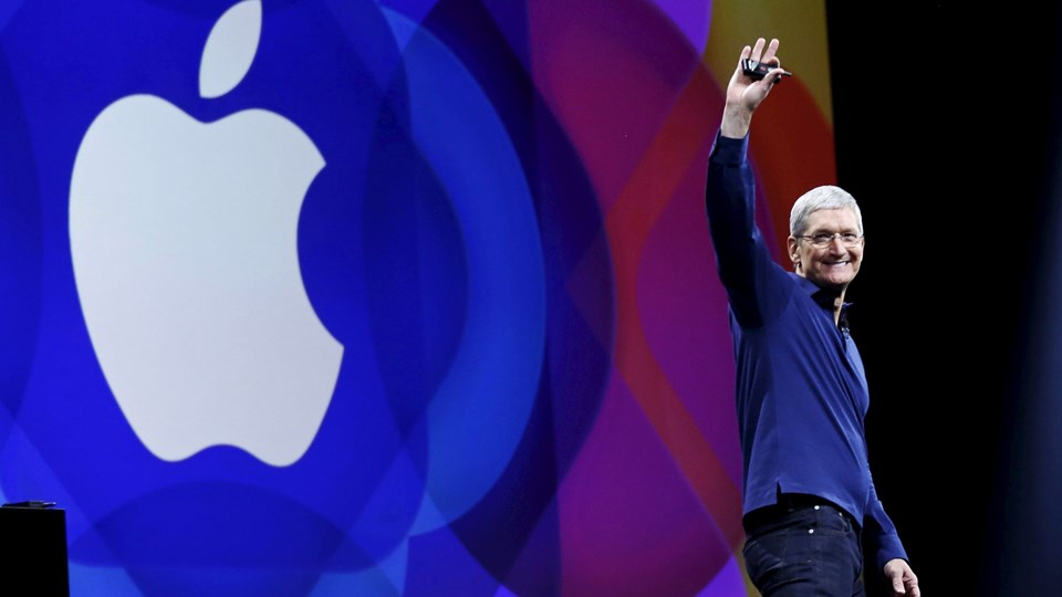 Apple CEO Tim Cook waves as he arrives on stage to deliver his keynote address at the Worldwide Developers Conference in San Francisco Foto: Reuters/Robert Galbraith