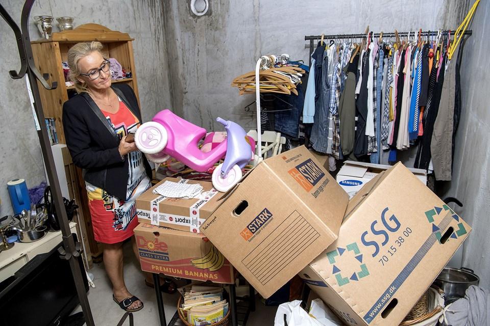 I et rum i kælderen i Horsøparken er der indrettet en ressourcebank, hvor beboerne kan aflevere deres gamle møbler, tøj mv., så andre beboere kan få glæde af dem.