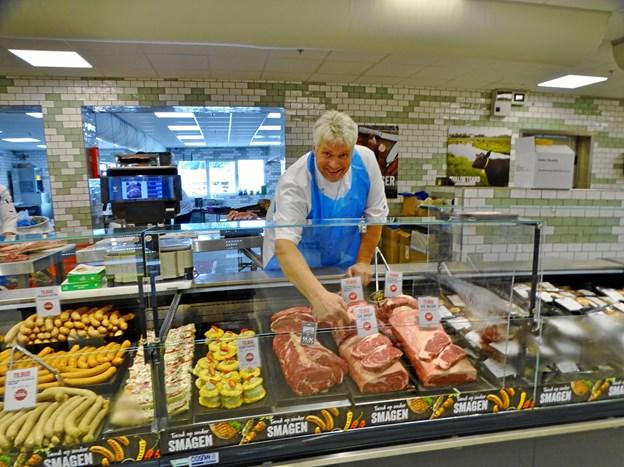 Købmand Henrik Svanhede kan i dag 18. juli fejre 30 års jubilæum - han kom til det daværende Hjørring Storkøb som slagter.