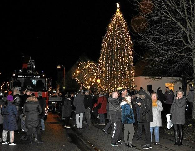 Der var rigtigt mange mennesker, som overværede begivenhederne i Dronninglund Midtby, som ved samme tid næste år sandsynligvis ser helt anderledes ud. Foto: Ole Torp Ole Torp