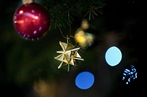 Ingen skal sidde alene: Ældre Sagen holder jul for alle i Byens Hus