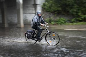 Et voldsomt regnvejr giver os en sjaskvåd søndag