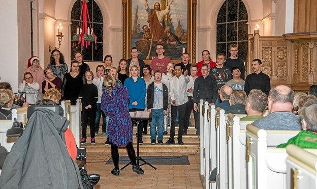 En anderledes aften i Løgstør Kirke med meget glade unge menneskers sang. Foto: Mogens Lynge Mogens Lynge