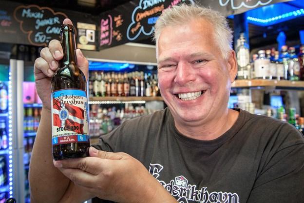 Etiketten er godkendt af brygmester Kent Boahlt. Foto: Peter Broen