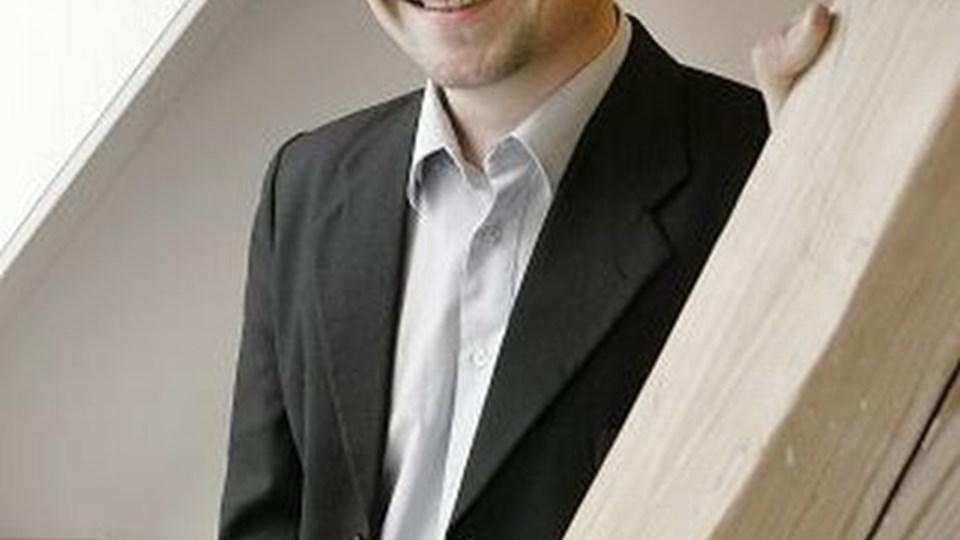 NT's formand, Thomas Kastrup-Larsen, ønlser en letbane i Aalborg. Arkivfoto.