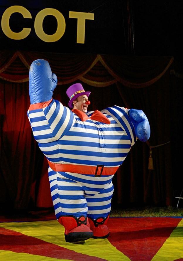 Gulio er sød og i godt humør men også lidt irriterende, for han klovner rundt i hele cirkus og kan ikke helt stoppe. PR-foto
