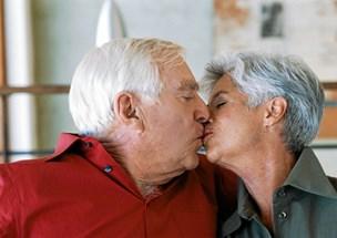Overlæge til tuberkulose-mistænkte: Kys bare hinanden under mistelten