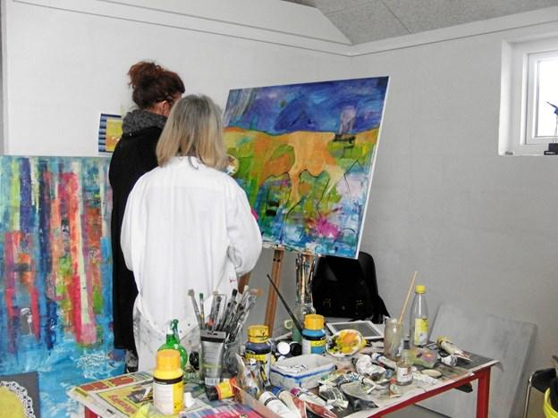 """Siden 2012 har Tranum Strandgård huset Pia Mesterton Graaes kuser med titlen """"Mal dig glad"""". Det er der kommet mange spændende værker ud af - og de kan nu betragtes på denne sidste udstilling i 2018. Privatfoto"""