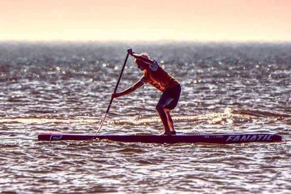 Christian på 18 år dyrker stand up paddling på eliteplan. Fotos: Privat