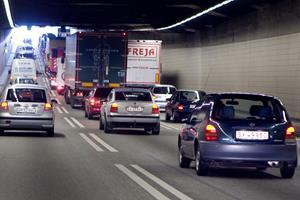 Trafikuheld trak lang kø gennem tunnelen