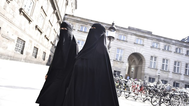 7 km til fods og 50 på mc - ikke en eneste burka i gadebilledet