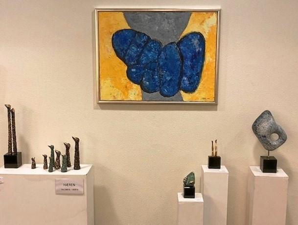 Bank udstilling med  lokale kunstnere