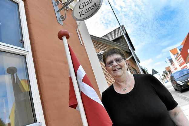 Anna Grethe Toftdahl fejrer på lørdag de første 10 år med glasforretning i Bedsted. Foto: Ole Iversen