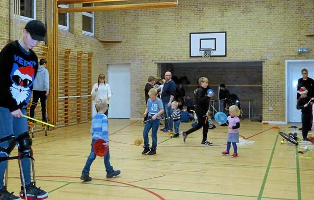 Der var leg og aktiviteter for børnene i gymnastiksalen. Foto: Privatfoto. Privatfoto.