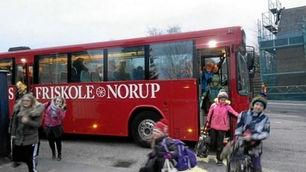 Vindblæs Friskoles skolebus - indleder efter sommerferien sin morgentur i Gjerlev. Privatfoto