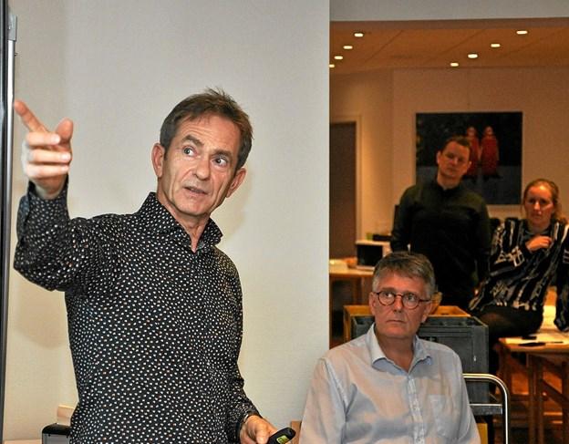 Claus Otto Nielsen fra firmaet Niras er konsulent på projektet, og han forklarede enkeltheder ved projektet.Foto: Ole Torp
