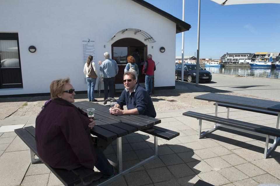 Hirtshals Fiskehus kan nærmest ikke ligge bedre på havnen i Hirtshals. Foto: Hans Ravn