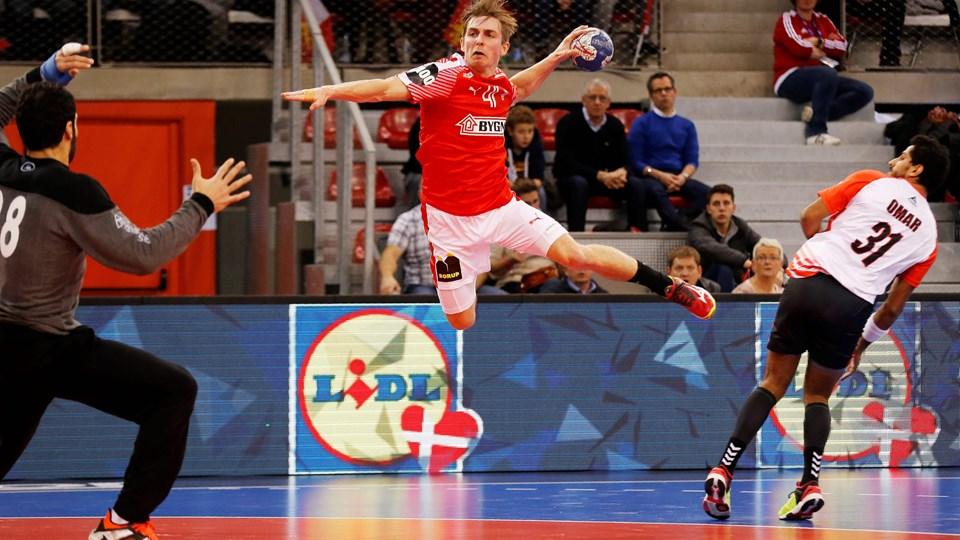 Mens Lasse Svan plejede sin skade, var Tim Sørensen med i Golden League-kampene i Frankrig i sidste uge. Foto: Scanpix/Charly Triballeau