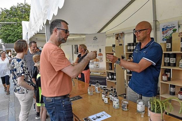 Hos Thylandia var der stor interesse for den nye Alive-gin. Foto: Ole Iversen