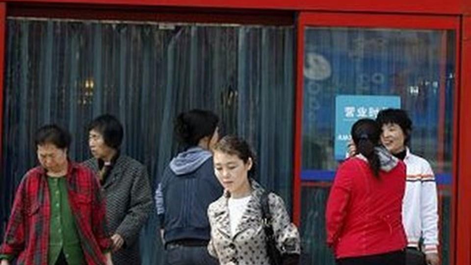 Kinesiske Aktivister opfordrer til boykot af de franskejede Carrefour-butikker. Men nogle steder var der i går dog almindelige kunder i butikkerne. Scanpix