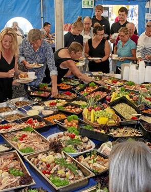 Billetsalg til buffet ved fiskefestivalen