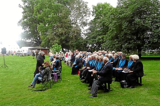 - Igen i år gentager vi succesen med udendørs høstgudstjeneste søndag eftermiddag i haven. Privatfoto