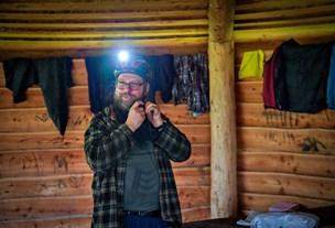 Jesper bor i en bålhytte: Undskyld, jeg ikke har støvsuget