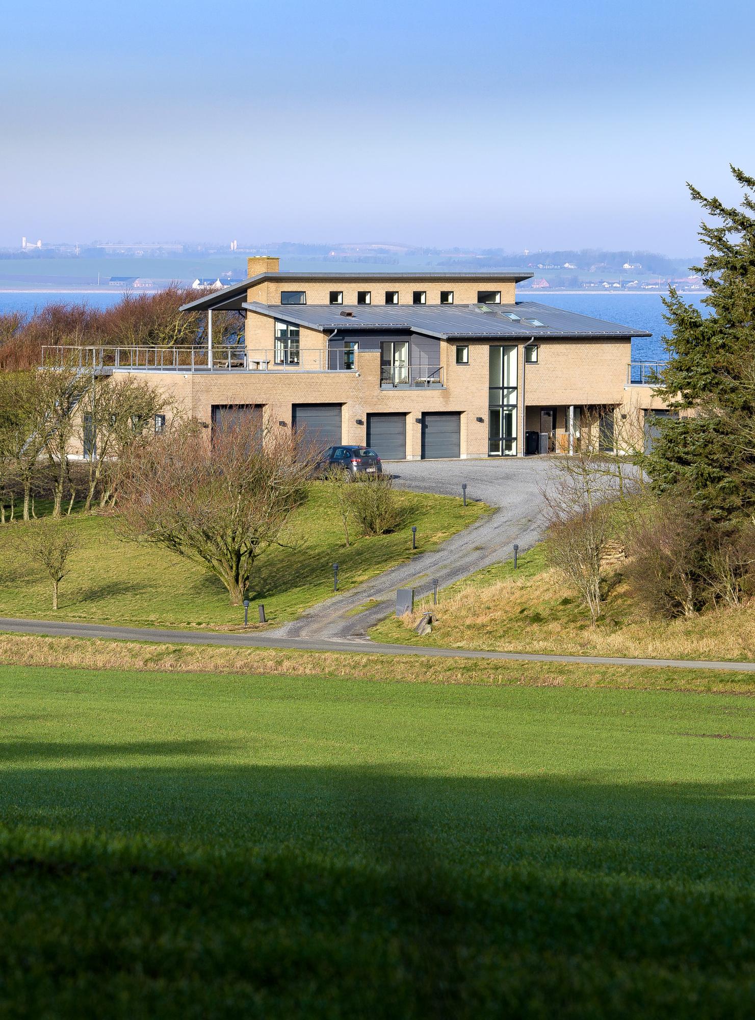 Her plejer huse at koste under en million: Ægtepar sætter villa til salg for 10 millioner kroner