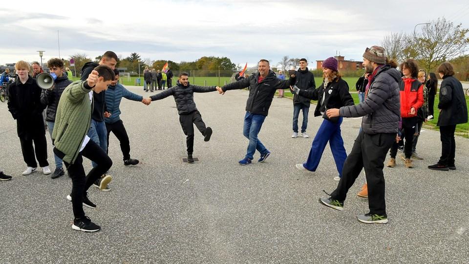 Der har tidligere været moddemonstrationer, hvor Rasmus Paludan er mødt op - her fra Hjørring, hvor han ville fortælle om 'kriminelle samfundstabere'', men blev modtaget af en moddemonstration. Foto: Jesper Thomasen