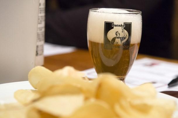 Ølentusiast bag ølsmagning