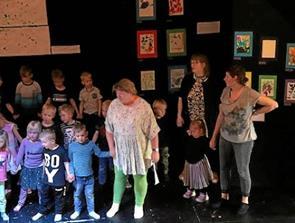 Børnehave fik sangbøger og holdt sangfest