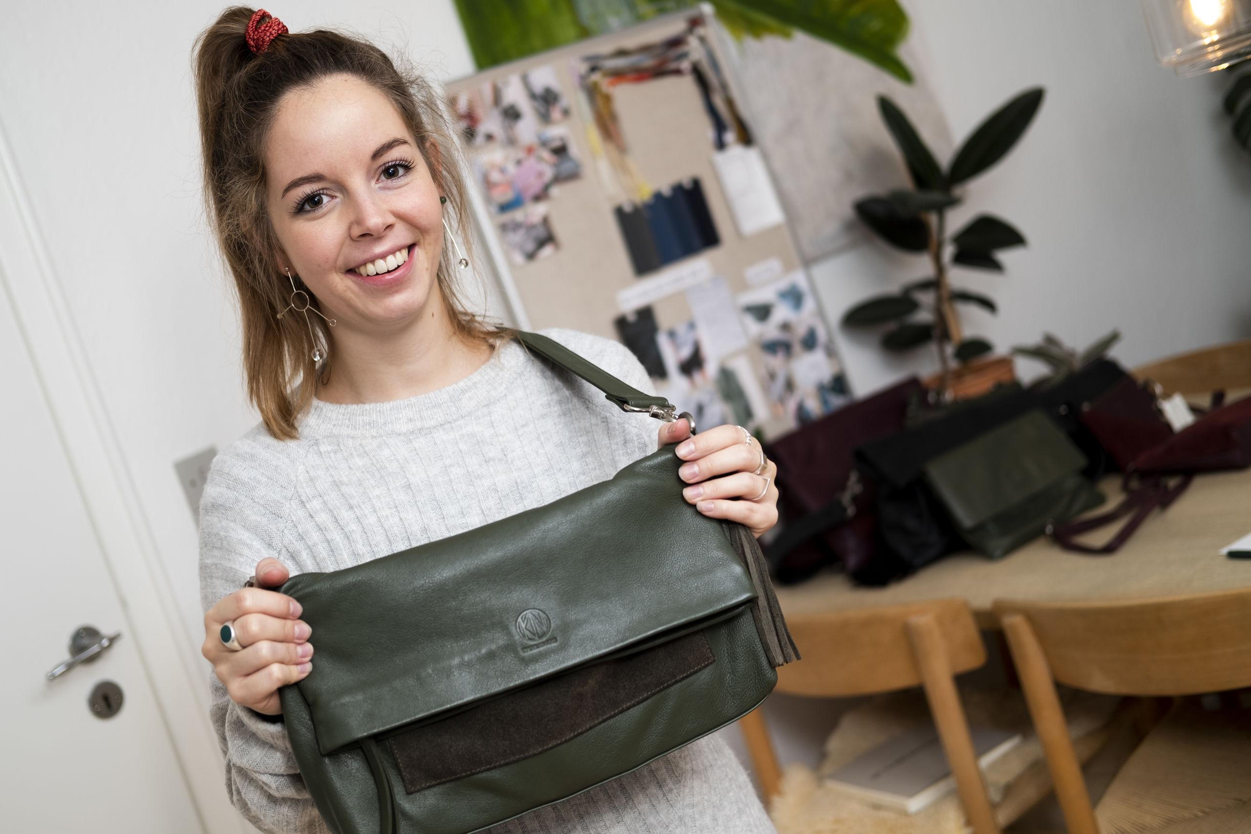 Et eksempel på en af Laura Karlsens tasker, som hun selv har designet. Foto: Lasse Sand