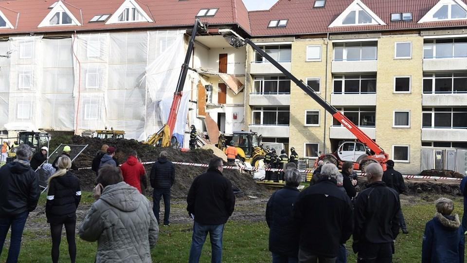 Mirakuløst kom kun to til skade, da hus styrtede sammen: Nu venter de øvrige beboere på besked om deres bolig. Foto: Rene Schütze/POLFOTO