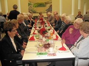 68 seniorer spiste sammen
