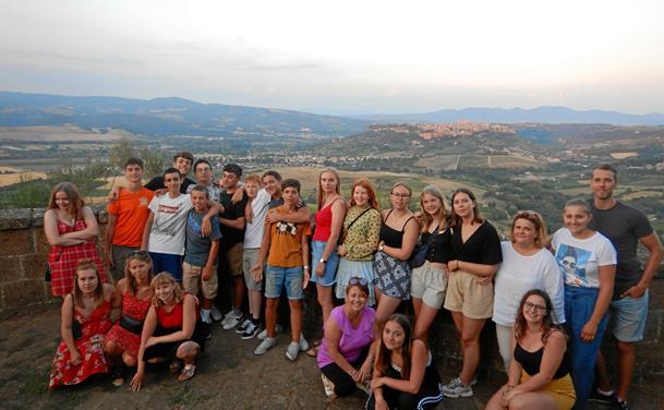Lokale unge på tur til Italien