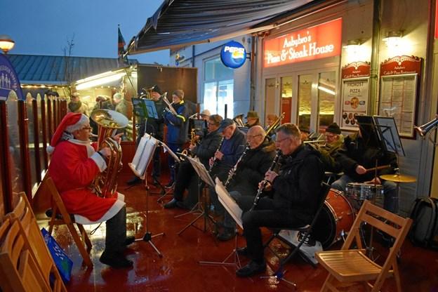 Aabybro Harmoniorkester stod for musikken.