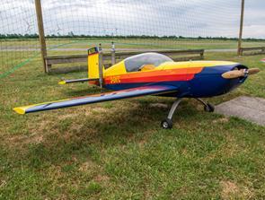 Modelflyveklub viser fly i luften