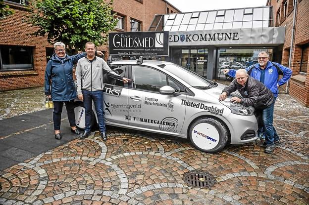 Hovepræmierne i år er leveret af Højland Biler, Hotel Thisted, Thy Bilpleje Center og Sparekassen Thy. Foto: Ole Iversen