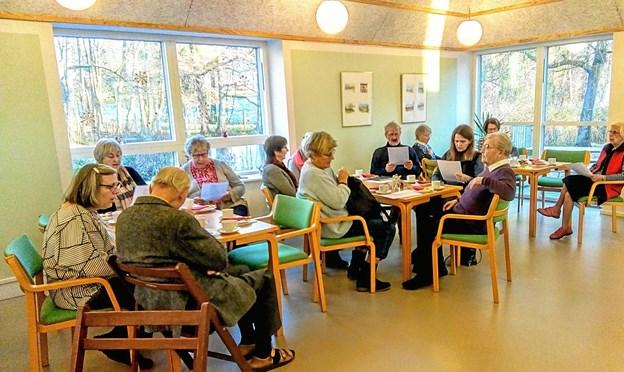 Fortælleværkstedet hos Hadsund Museumsforening & Lokalhistorisk Arkiv starter altid med en sang. Foto: Pia Karstens.