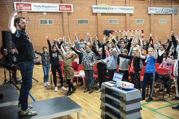 600 børn sang igennem på tre folkeskoler