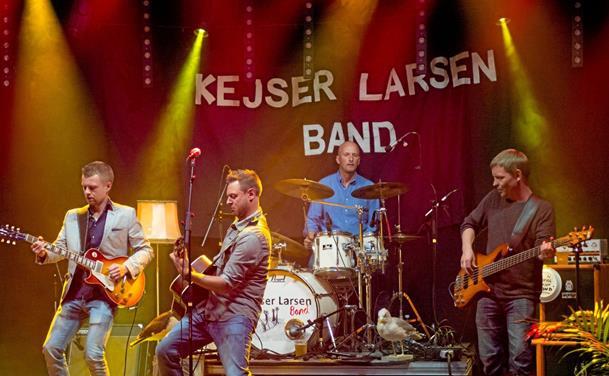 Kejser Larsen Band igen 1'er på Dansktoppen
