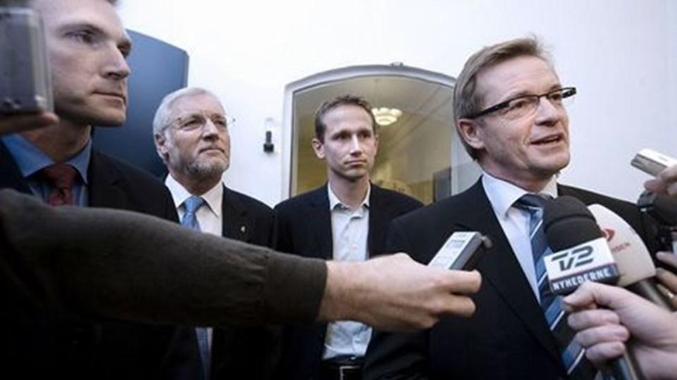De konservative er glade for forliget, selvom de ikke slap af med topskatten. Kristian Thulesen Dahl, Bendt Bendtsen og finansminister Thor Petersen blev mandag aften enige om en skattepakke.Foto: Scanpix