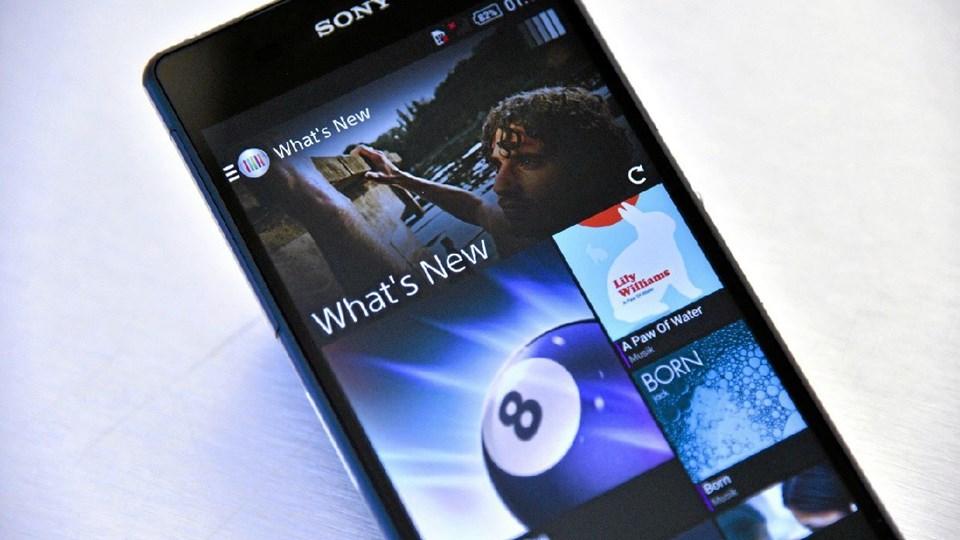 Sony Xperia Z2 er åbenbart en hårdfør smartphone. En svensker tabte sin på havbunden - og det overlevede den. Arkivfoto: Michael Koch
