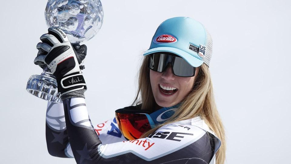 For første gang i karrieren kunne Mikaela Shiffrin løfte trofæet i super-G.